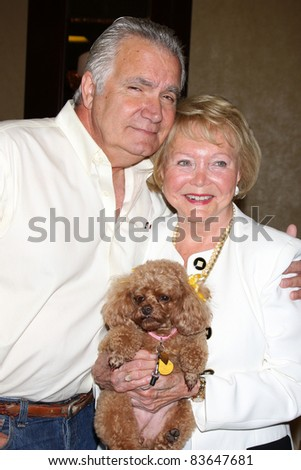 LOS ANGELES - AUG 27:  John McCook, Lee Bell & Her dog Joy attending the Bold & The Beautiful Fan Event 2011 at the Universal Sheraton Hotel on August 27, 2011 in Los Angeles, CA