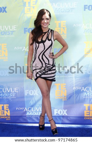 LOS ANGELES - AUG 7: Lucy Hale arrives at the 2011 Teen Choice Awards held at Gibson Amphitheatre on August 7, 2011 in Los Angeles, California