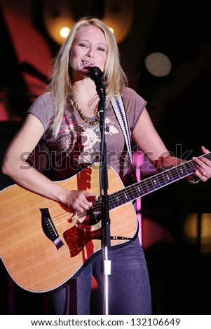 LOS ANGELES - AUGUST 30: Jewel performing live in concert on August 30, 2006 at The Grove in Los Angeles, CA.