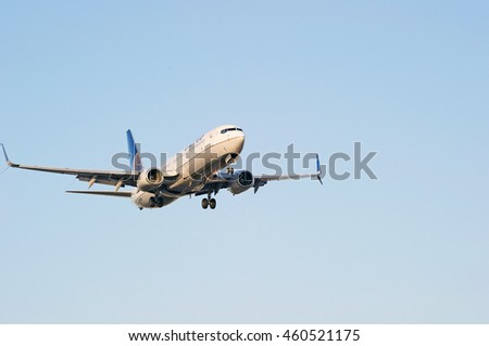 LOS ANGELES/CALIFORNIA - JULY 24, 2016: United Airlines Boeing 737 approaches runway for a landing at Los Angeles International Airport, Los Angeles, California USA