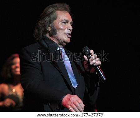 LOS ANGELES - FEB 16:  Engelbert Humperdinck at the Engelbert Humperdinck In Concert at Saban Theater on February 16, 2014 in Beverly Hills, CA