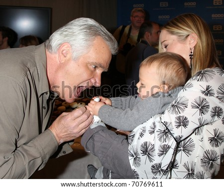 LOS ANGELES - FEB 7:  John McCook, with Jennifer Gareis and son Gavin at the 6000th Show Celebration at The Bold & The Beautiful at CBS Television City on February 7, 2011 in Los Angeles, CA