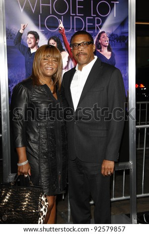 LOS ANGELES - JAN 9: Greg Mathis; Linda Mathis at the premiere of 'Joyful Noise' at Grauman's Chinese Theater on January 9, 2012 in Los Angeles, California