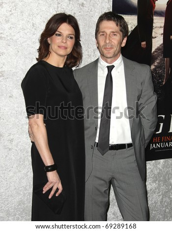 "LOS ANGELES - JAN 12:  Jeanne Tripplehorn & Leland Orser arrives to Season 5 premiere of ""Big Love""  on January 12, 2011 in Los Angeles, CA"