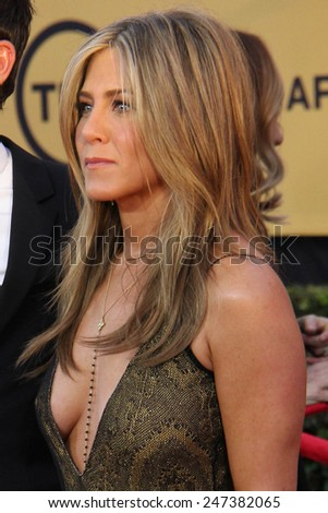 LOS ANGELES - JAN 25:  Jennifer Aniston at the 2015 Screen Actor Guild Awards at the Shrine Auditorium on January 25, 2015 in Los Angeles, CA