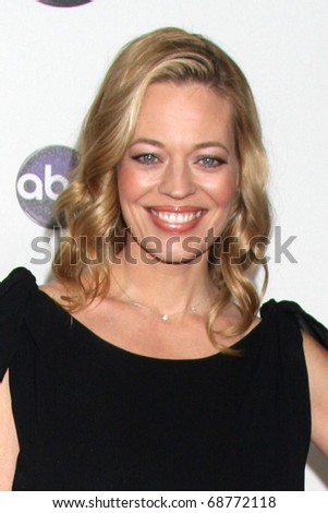 LOS ANGELES - JAN 10:  Jeri Ryan arrives at the Disney ABC Television Group's TCA Winter 2011 Press Tour Party at Langham Huntington Hotel on January 10, 2011 in Pasadena, CA