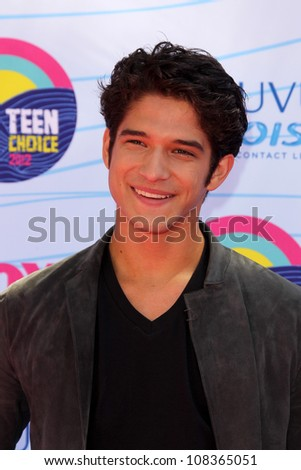 LOS ANGELES - JUL 22:  Tyler Posey arriving at the 2012 Teen Choice Awards at Gibson Ampitheatre on July 22, 2012 in Los Angeles, CA