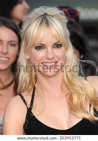 "LOS ANGELES - JUN 09:  Anna Faris arrives to the ""22 Jump Street"" World Premiere  on June 09, 2014 in North Hollywood, CA"