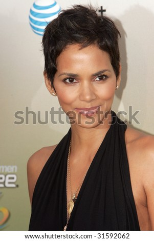 LOS ANGELES - MAY 30: Actress Halle Berry attends the 2009 Spike TV Guys Choice Awards at Sony Studios on May 30, 2009  in Los Angeles. - stock photo