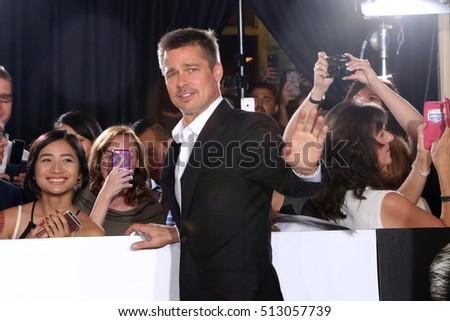 "LOS ANGELES - NOV 9:  Brad Pitt, Fans at the ""Allied"" Fan Screening at the Village Theater on November 9, 2016 in Westwood, CA"