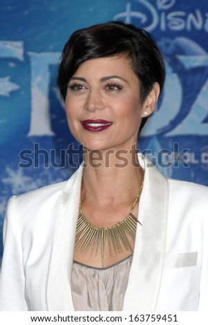 "LOS ANGELES - NOV 19:  Catherine Bell at the ""Frozen"" World Premiere at El Capitan Theater on November 19, 2013 in Los Angeles, CA"