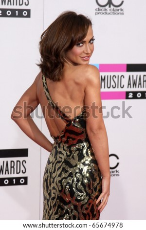 LOS ANGELES - NOV 21:  Karina Smirnoff arrives at the 2010 American Music Awards at Nokia Theater on November 21, 2010 in Los Angeles, CA