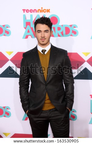LOS ANGELES - NOV 17:  Kevin Jonas at the TeenNick Halo Awards at Hollywood Palladium on November 17, 2013 in Los Angeles, CA