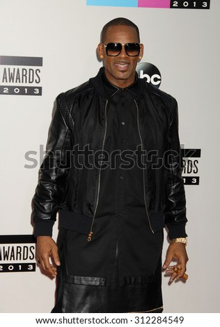 LOS ANGELES - NOV 24:  R Kelly arrives at the 2013 American Music Awards Arrivals  on November 24, 2013 in Los Angeles, CA