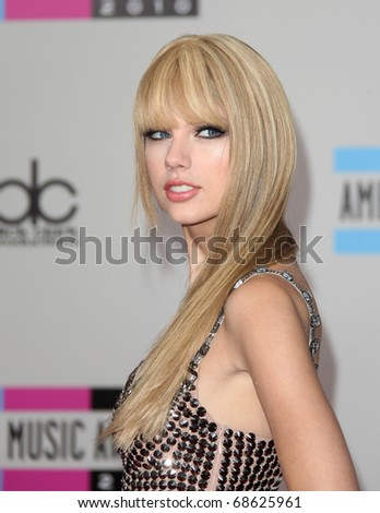LOS ANGELES - NOV 21:  Taylor Swift arrives to the American Music Awards 2010 on November 21, 2010 in Los Angeles, CA