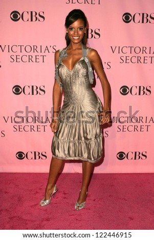 LOS ANGELES - NOVEMBER 16: Selita Ebanks arriving at The Victoria's Secret Fashion Show at Kodak Theatre on November 16, 2006 in Hollywood, CA. - stock photo
