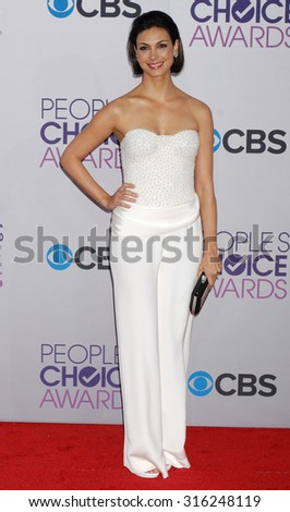 LOS ANGELES - OCT 4:  Morena Baccarin arrives at the 2013 Peoples Choice Awards  on January 9, 2013 in Los Angeles, CA