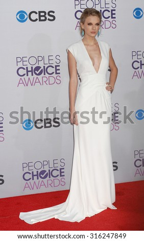 LOS ANGELES - OCT 4:  Taylor Swift arrives at the 2013 Peoples Choice Awards  on January 9, 2013 in Los Angeles, CA