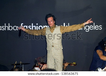LOS ANGELES - OCTOBER 30: Scott Weiland at the Susan Holmes Fashion Show as part of Smashbox Fashion Week at Smashbox on October 30, 2003 in Los Angeles, CA. - stock photo