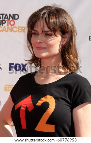 Emily Deschanel stand up 2 cancer