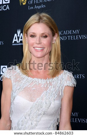 LOS ANGELES - SEP 17:  Julie Bowen arrives at the 9th Annual BAFTA Los Angeles TV Tea Party. at L'Ermitage Beverly Hills Hotel on September 17, 2011 in Beverly Hills, CA