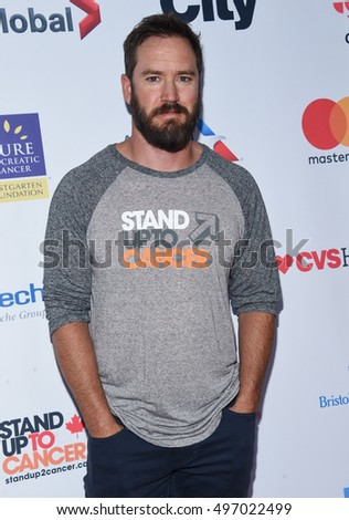 LOS ANGELES - SEP 09:  Mark-Paul Gosselaar arrives to the Stand Up To Cancer 2016 on September 09, 2016 in Hollywood, CA