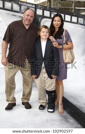 LOS ANGELES - SEPT 25: James Gandolfini, family at the IRIS, A Journey Through the World of Cinema by Cirque du Soleil premiere at the Kodak Theater on September 25, 2011  in Los Angeles, California