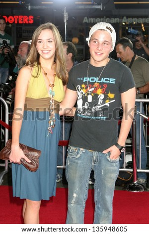 LOS ANGELES - SEPTEMBER 08: Andrea Bowen, Shawn Pyfrom at Just Like Heaven Premiere in Grauman's Chinese Theater September 08, 2005 in Los Angeles, CA.