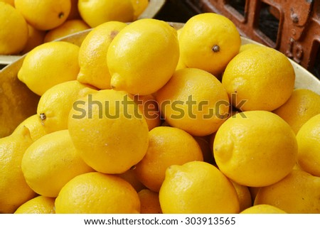 Lots of fresh yellow lemons at the market