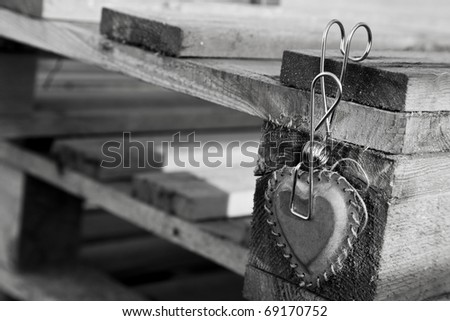 love message with metal hearth