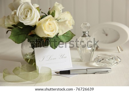 Love note with white roses and fountain pen - stock photo