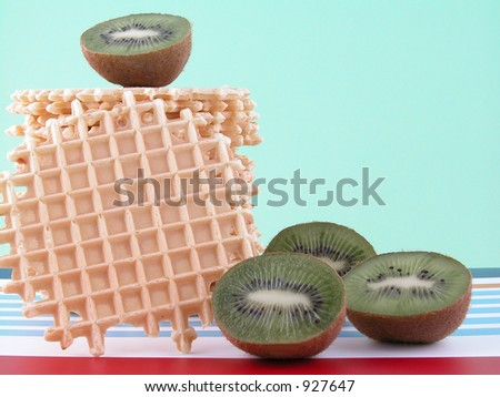low calorie breakfast - wafers and fresh kiwi fruits