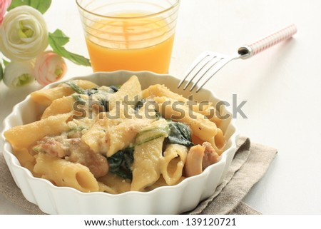 Macaroni and spinach gratin with chicken - stock photo
