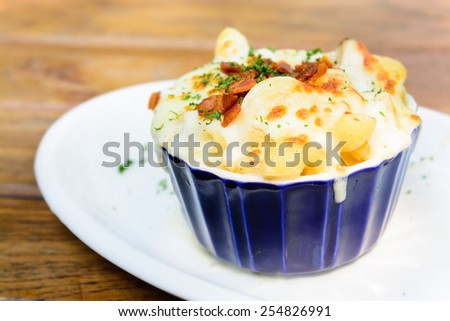 Macaroni cheese and bacon - stock photo