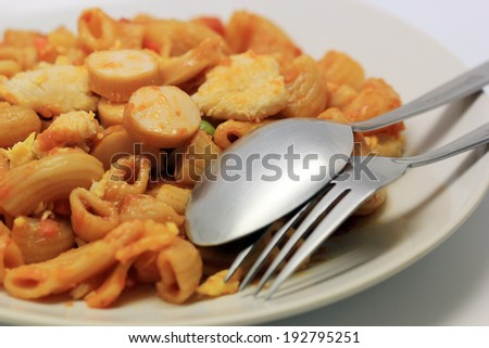macaroni tomato sauce with chicken