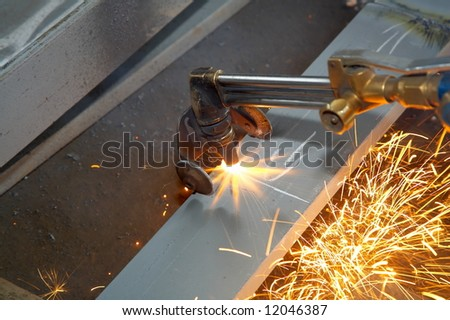 machine for grinding/welding metal and sparks spreading