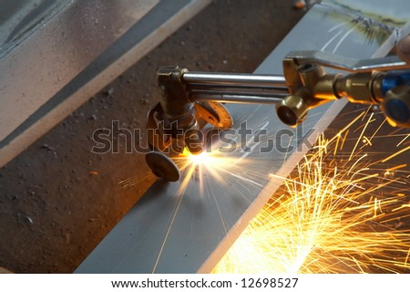machine for welding metal and sparks spreading