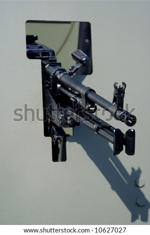 Machine gun behind armour plate