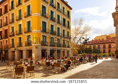 MADRID, SPAIN - APRIL 3: People relaxing in a bar terrace in La Latina district, a very typical area to enjoy the spanish food and drink culture, on April 3, 2014 in Madrid, Spain