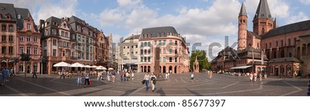 MAINZ, GERMANY - AUG 10: Marktplatz (Market square) on August 10, 2009 in Mainz, Germany. The square is surrounded by Baroque buildings and the Cathedral, which construction began in 975.