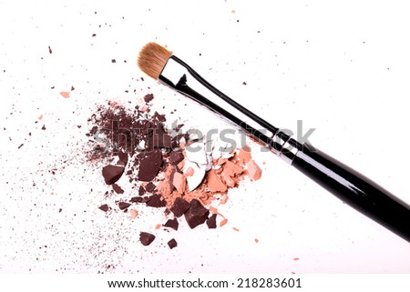 Make-up brush with eyeshadow colored powder