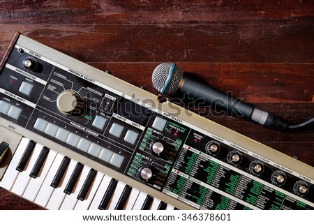 Making music with keyboard synthesizer and microphone