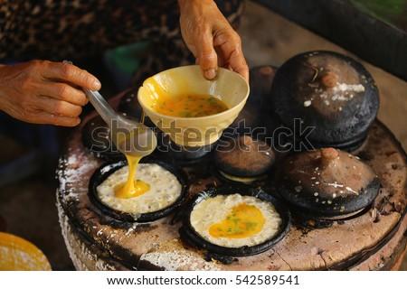 Making Vietnamese rice pancake