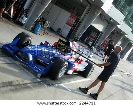 Malaysia A1 Gp,USA teams pratice at  the pit stop