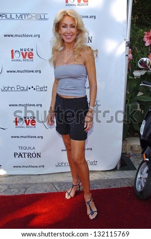 "MALIBU, CA - AUGUST 05: Linda Thompson at ""Bow Wow Ciao"" to Benefit Much Love Animal Rescue on August 05, 2006 at John Paul and Eloise Dejoria Estate in Malibu, CA. - stock photo"