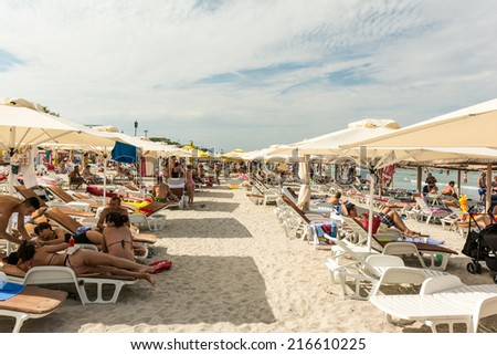 MAMAIA, ROMANIA - AUGUST 10, 2014: People Having Fun On Mamaia Beach At The Black Sea.