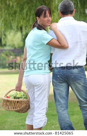 Man and woman with a basket of fruit