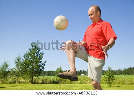 Man bouncing football