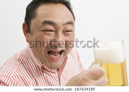 man drinking draft beer