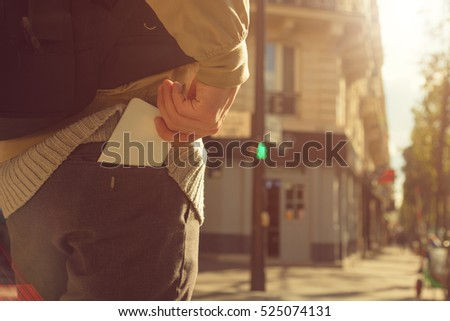 Man holding cellphone in pocket.